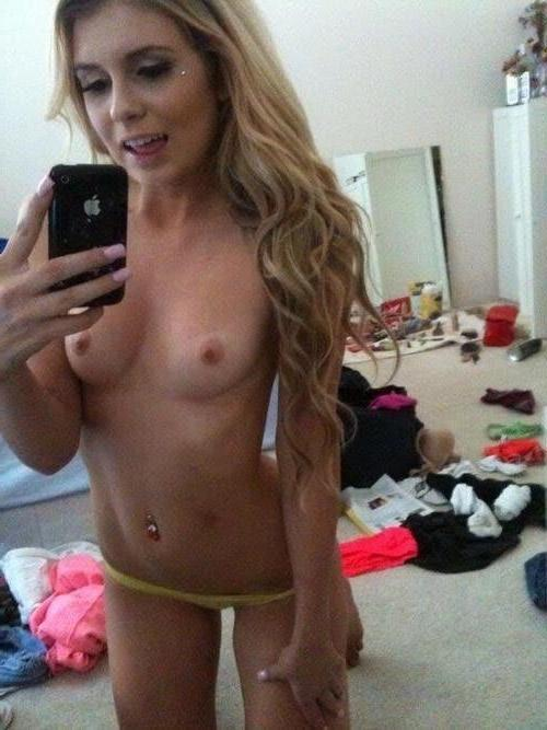 hot amateur naked selfie