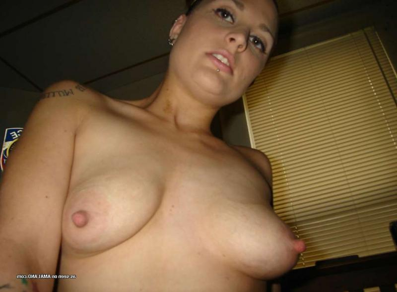 Young naked pregnant amateur
