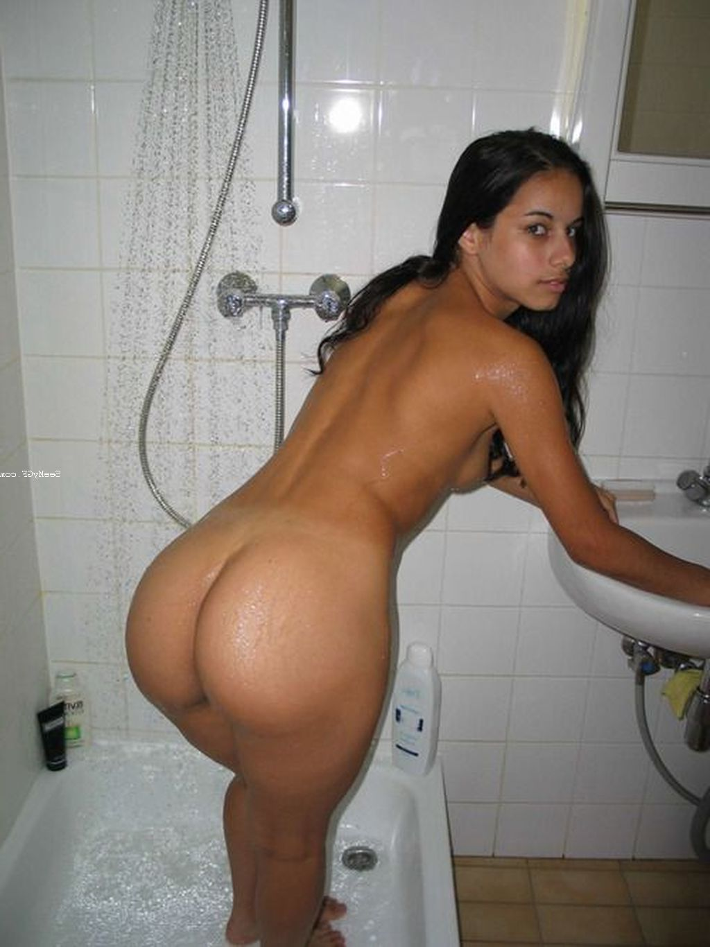 Latina naked round ass apologise
