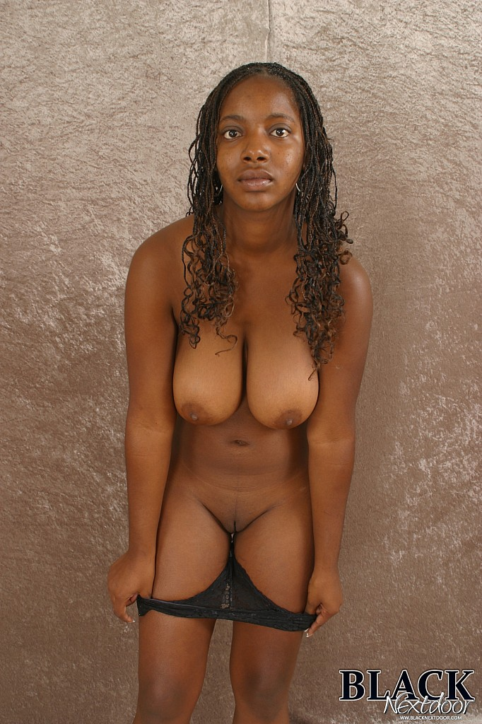 Amateur Black Girl With Big Tits Poses Naked-5095